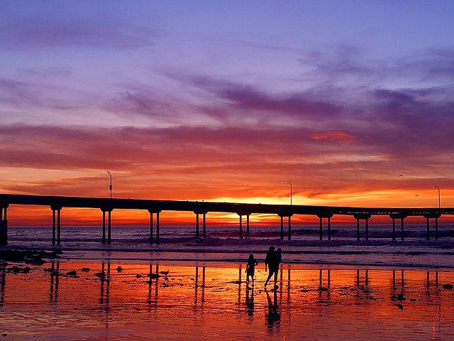 640px-Sunset_pier