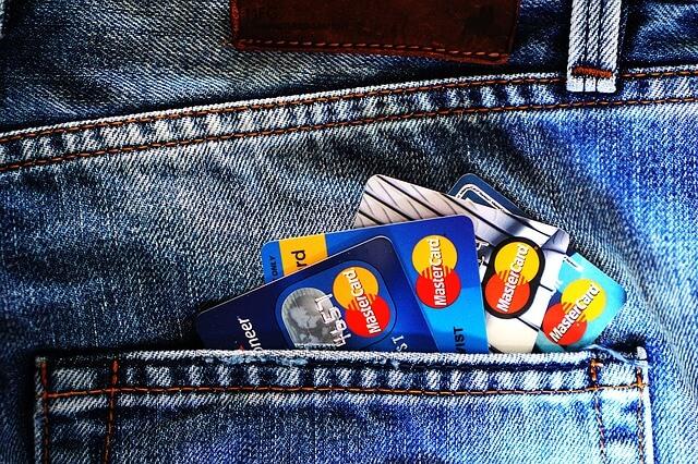旅行や留学なら絶対!海外渡航にはクレジットカードを複数枚用意しよう